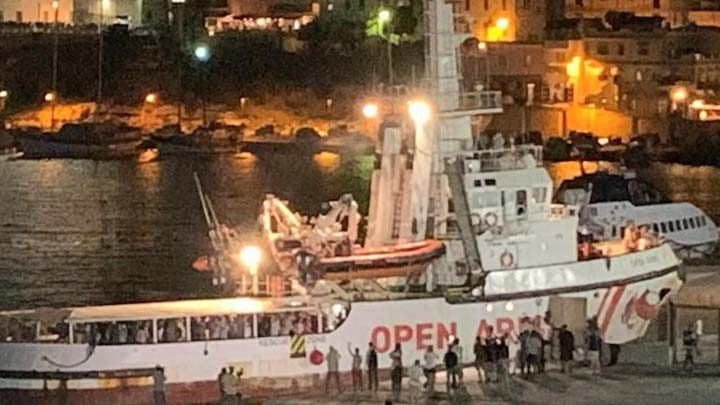 open arms sbarca a lampedusa