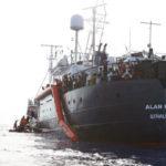 Migranti, Trenta e Toninelli bloccano lo sbarco della Alan Kurdi