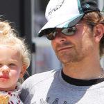 Bradley Cooper e la figlia Lea a Halloween vestiti da befana