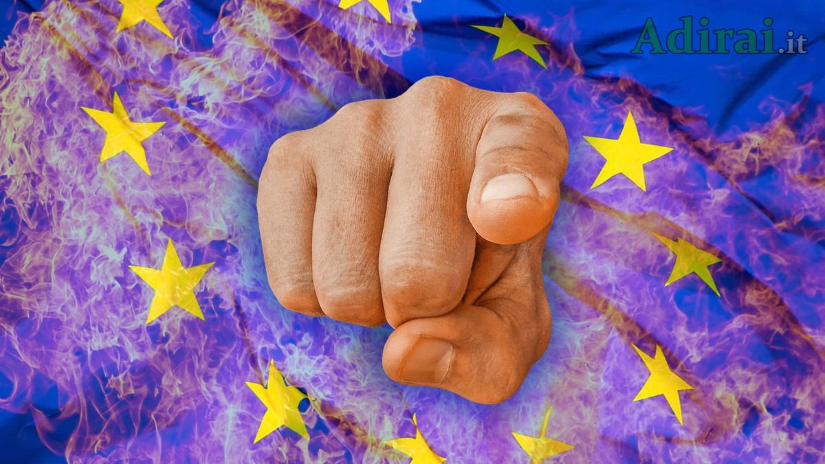 bandiera europea in fiamme dito puntato