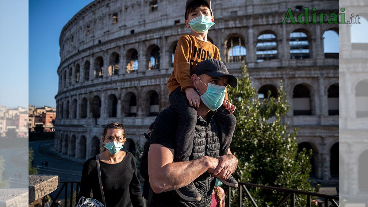 coronavirus italia al colosseo con le mascherine