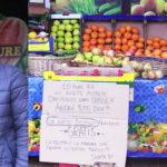 Coronavirus, fruttivendolo egiziano apre gratis per i bisognosi