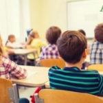 Distanziamento in classi pollaio, Utopia a scuola per settembre